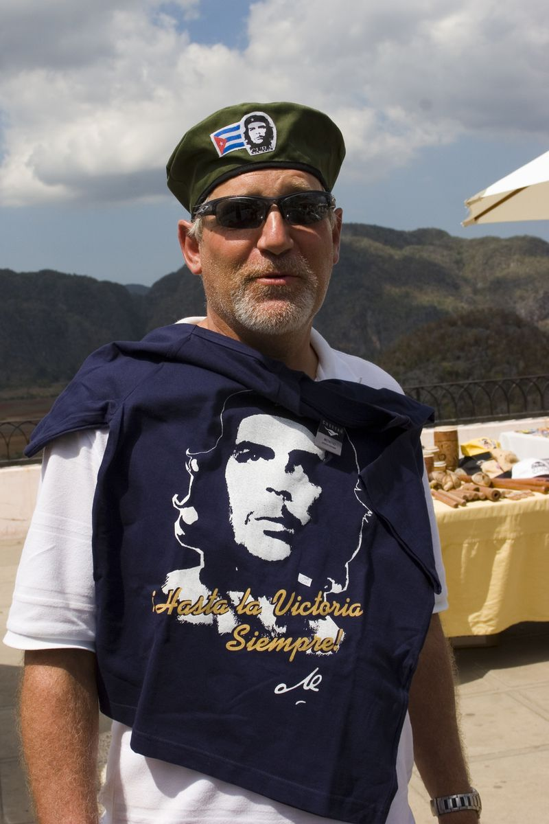 Cuba-hardy-with-che-t-shirt